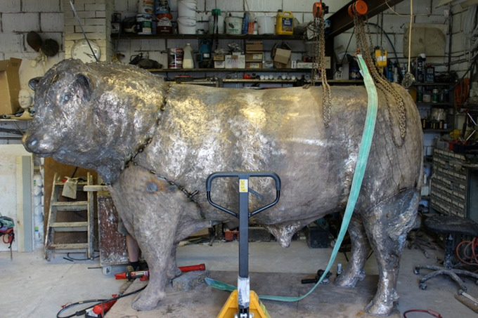 bronze bull sculpture